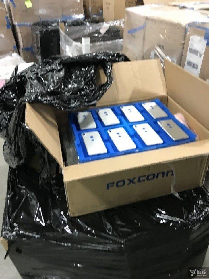 Πρώτη live εικόνα από την Foxconn που δείχνει την πίσω όψη του iPhone 8 και ανατρέπει τα πάντα 1