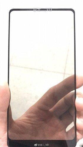 Ρίξτε και μόνοι σας μια ματιά στο μπροστινό πάνελ που διέρρευσε και φαίνεται να ανήκει στο Xiaomi Mi MIX 2 1