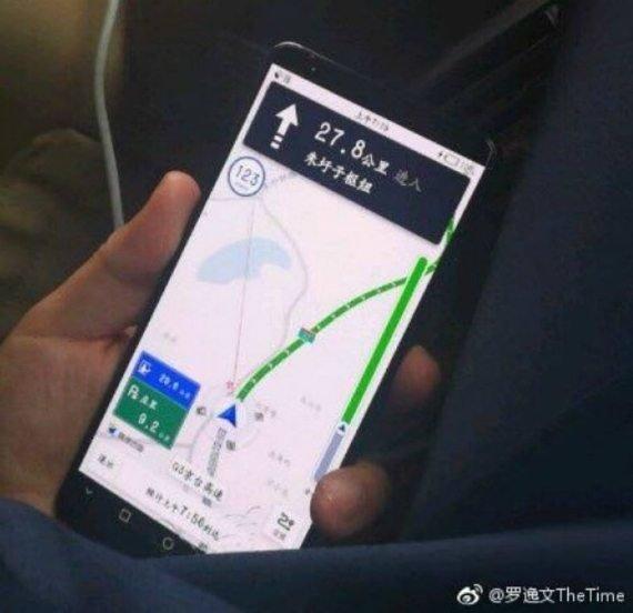 "Huawei Mate 10 Pro: Κάποιος ""βολτάρει"" έξω έχοντας στα χέρια του την νέα ναυαρχίδα της εταιρείας 1"