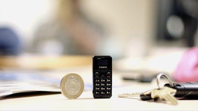To μικρότερο κινητό τηλέφωνο στον κόσμο που χωράει στην παλάμη μας είναι το νέο Zanco tiny t1 1