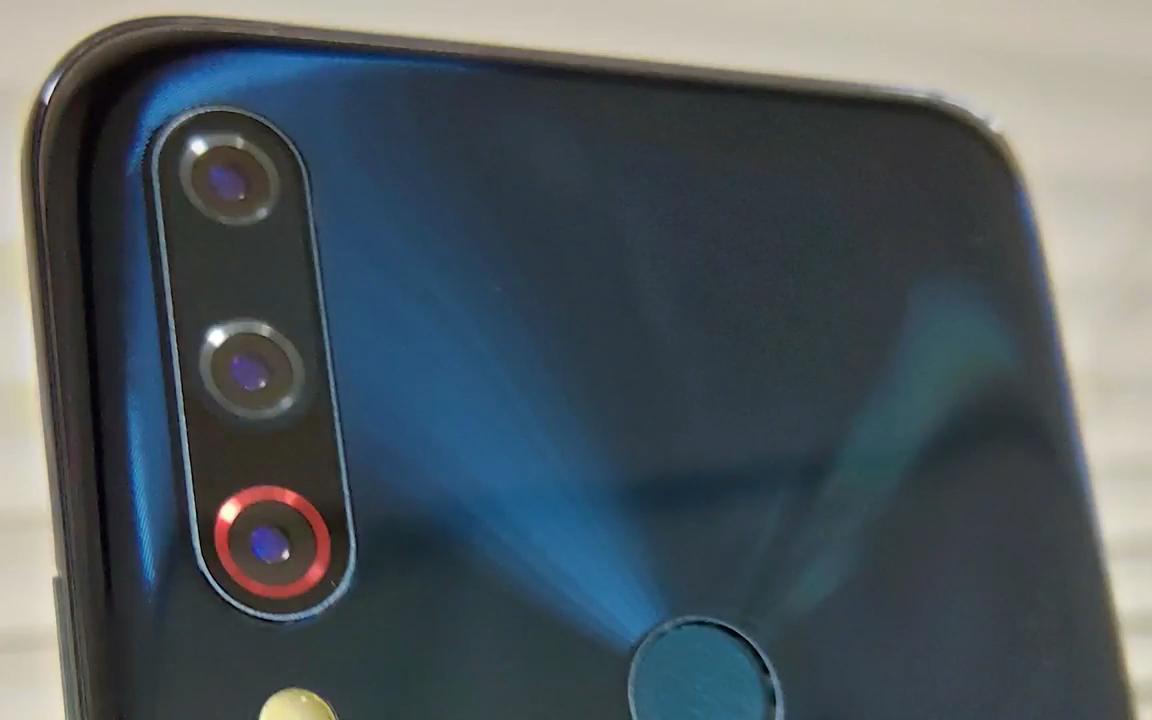 Οπές στα νέα μοντέλα  ZenFone 6 και εγκαταστάσεις τριών καμερών 4