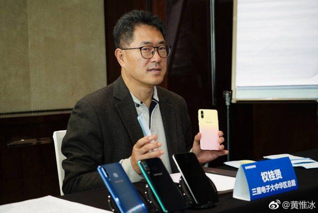 Samsung Galaxy A8S FE: Απλά θα αγαπηθεί από το γυναικείο φύλο!
