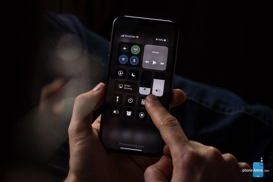 Δημιουργήθηκαν νέα renders για το iPhone XI και δείχνει πως θα μοιάζει με το Dark Mode στο iOS 13 1