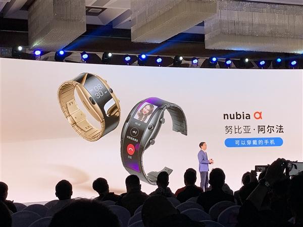 """Το λένε """"Nubia α"""", είναι ένα αναδιπλούμενο wearable κινητό και μόλις κυκλοφόρησε! 1"""