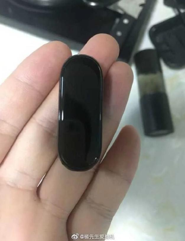 Το Xiaomi Mi Band 4 διαρρέει και πάλι με μια έγχρωμη οθόνη 1