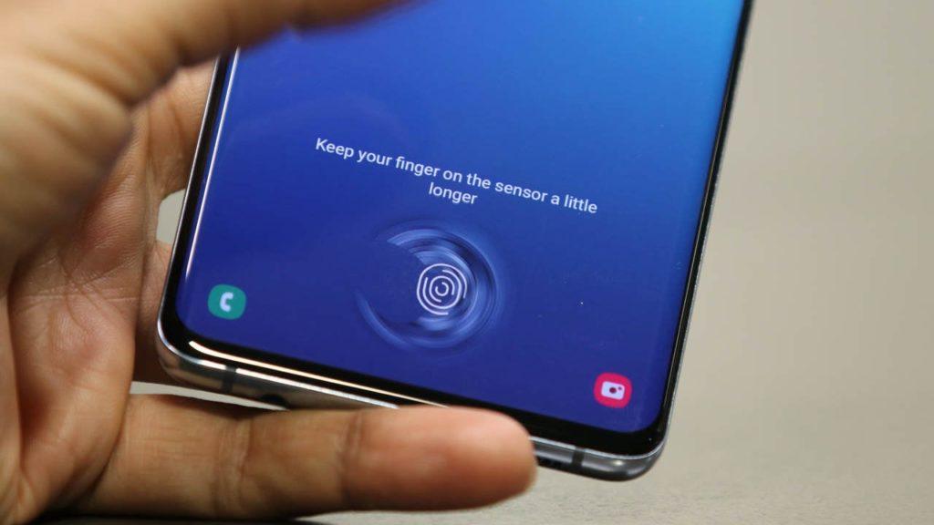 Αφήνει τους υπερηχητικούς αισθητήρες δαχτυλικών αποτυπωμάτων η Samsung 1