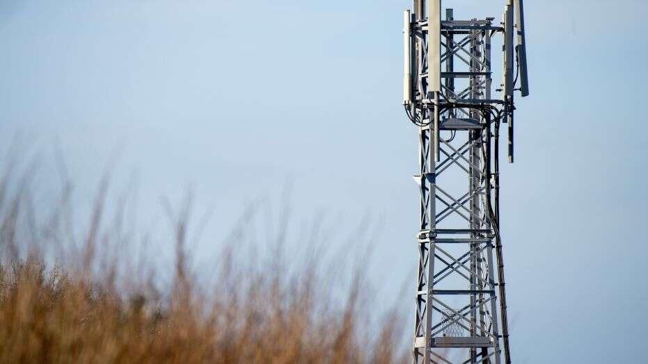 Τυλίχτηκαν στις φλόγες πύργοι κινητής τηλεφωνίας στο Ηνωμένο Βασίλειο και ίσως φταίει ο νέος ιός 1